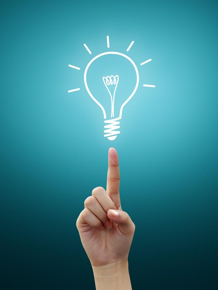 Идея в видео яркой лампочки